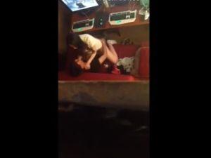 【スマホ撮影】ネカフェのカップルシートでセックスするカップルを店員が盗撮w