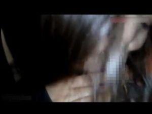 【スマホ撮影】騒がしい居酒屋で我慢出来ずに彼女にフェラさせるwww
