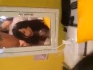 【スマホ撮影】清楚風で可愛い顔したドエロイセフレと鏡越しバックハメ撮りw